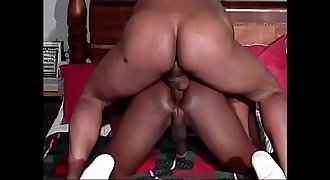 Two ripped black hunks suck and fuck in bed